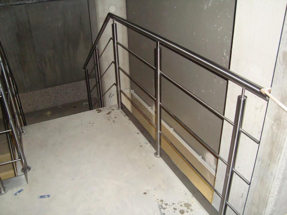 inox leuning traphal bedrijfsgebouw